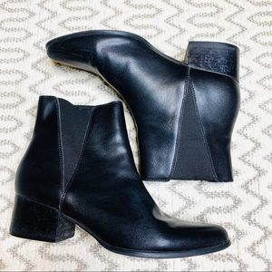Urban Outfitters Black Ankle Booties Size 8